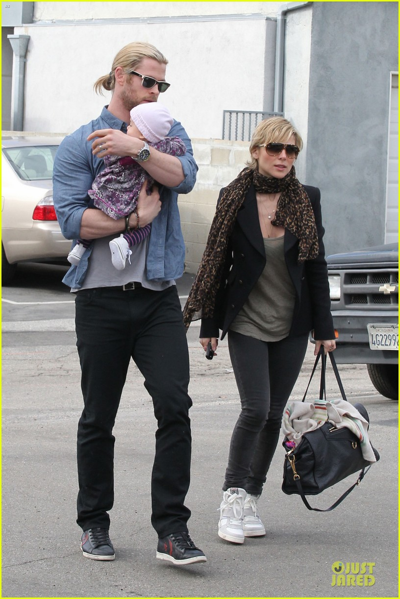 chris hemsworth & elsa pataky sunday lunch with liam hemsworth 122782674