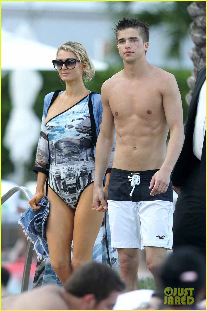 paris hilton shirtless river viiperi miami pool pair 04