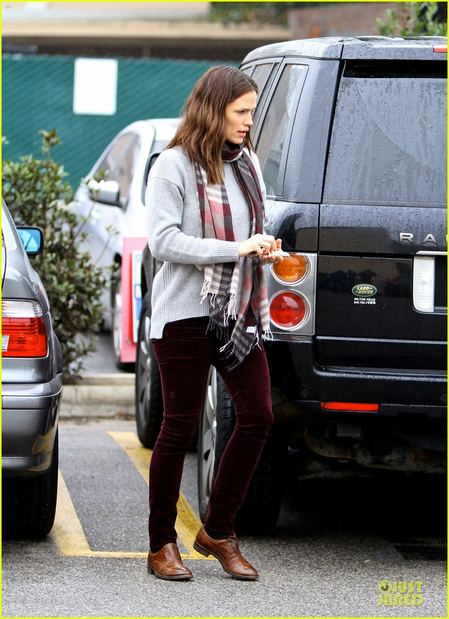 jennifer garner & ben affleck holiday shopping with the girls 15