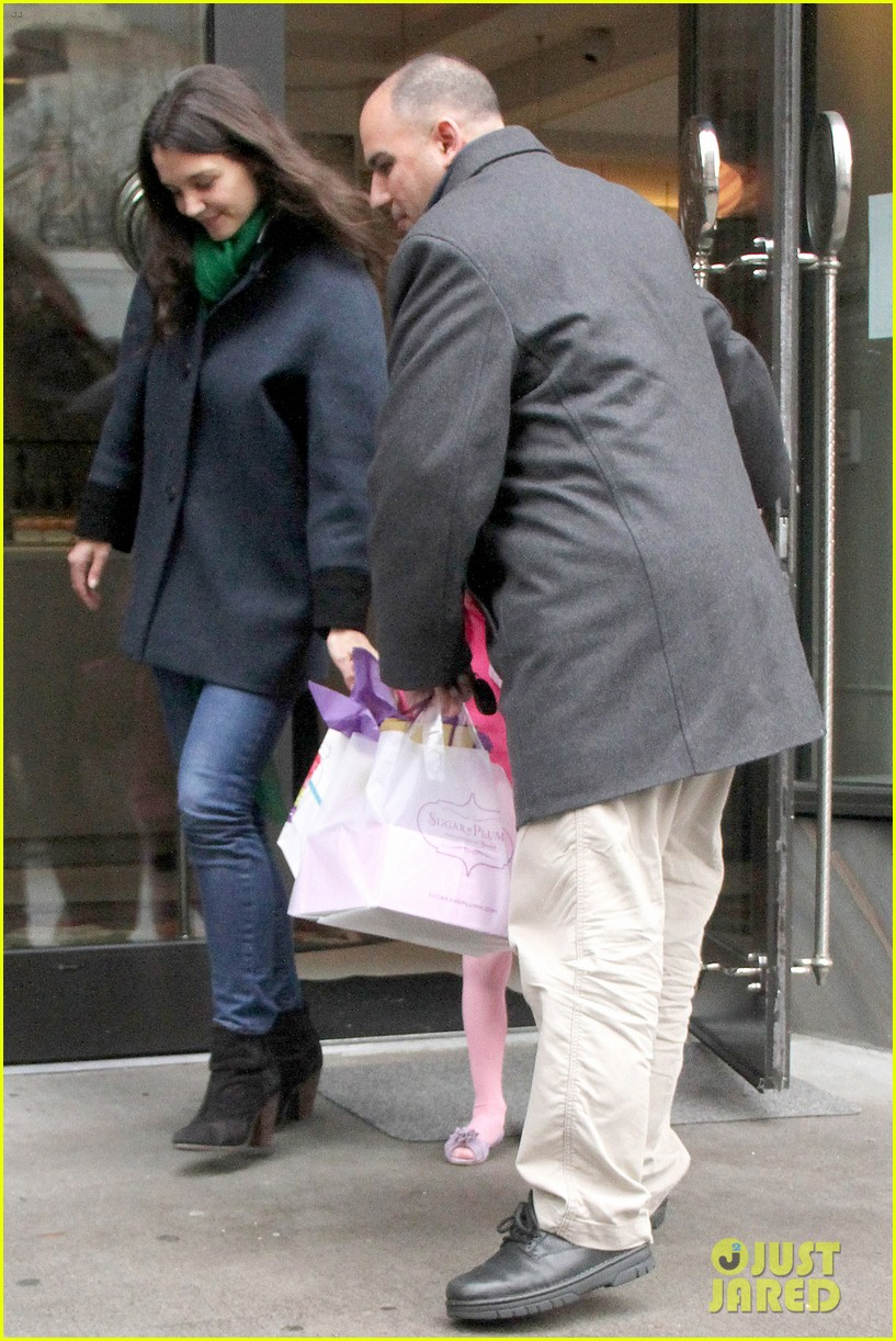 katie holmes birthday breakfast with suri 13