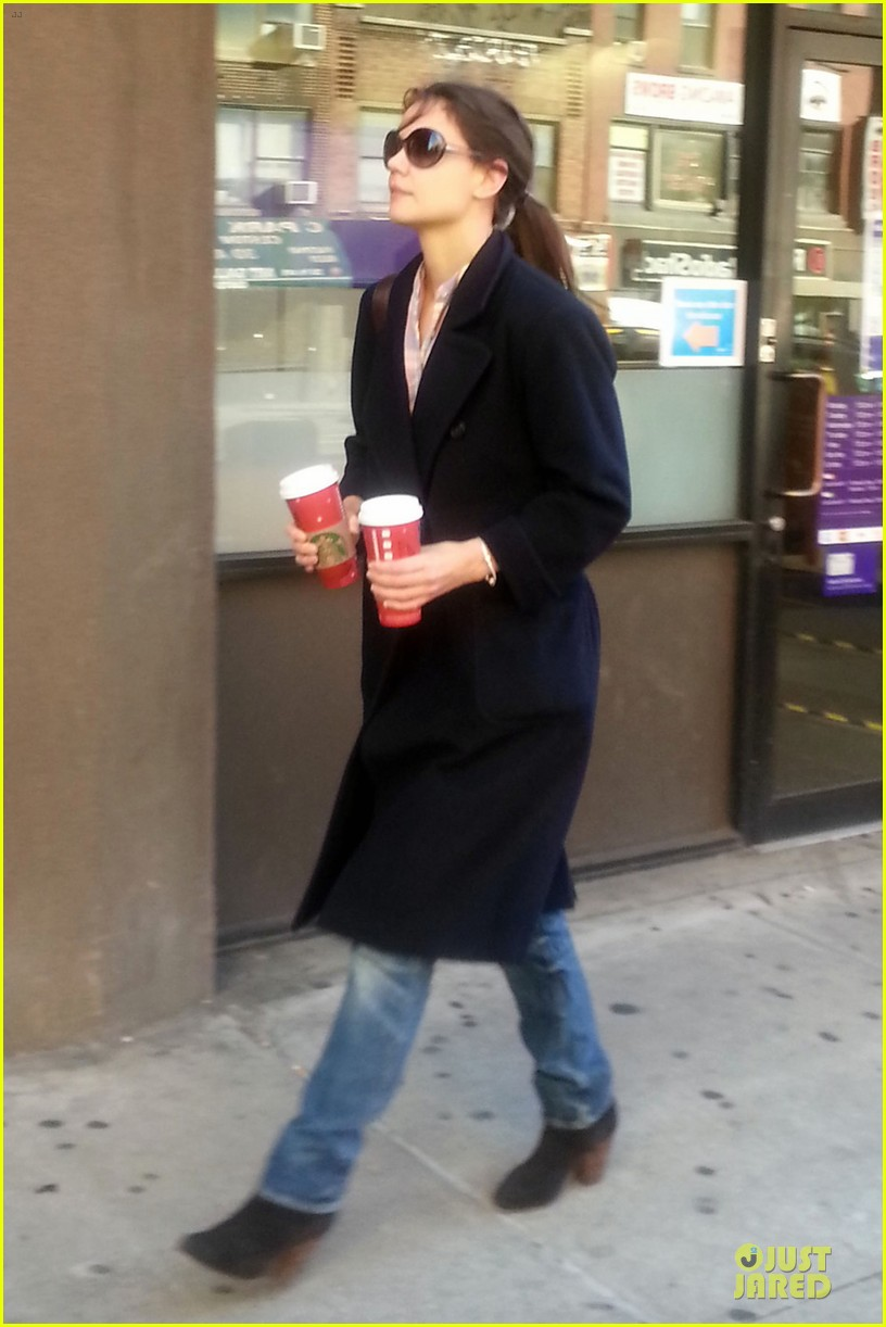 katie holmes coffee stop at starbucks 05