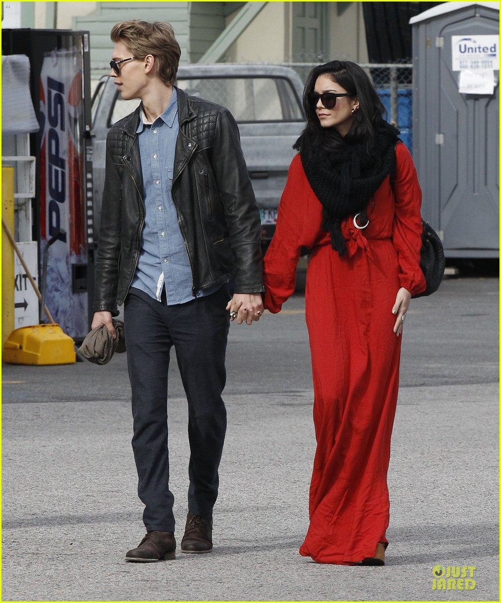 vanessa hudgens & austin butler church going couple 112782618