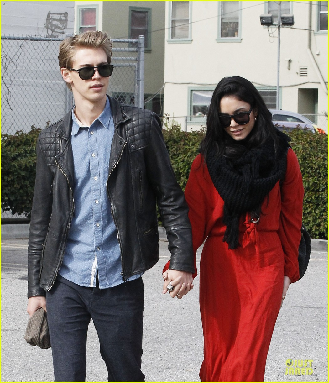 vanessa hudgens & austin butler church going couple 16