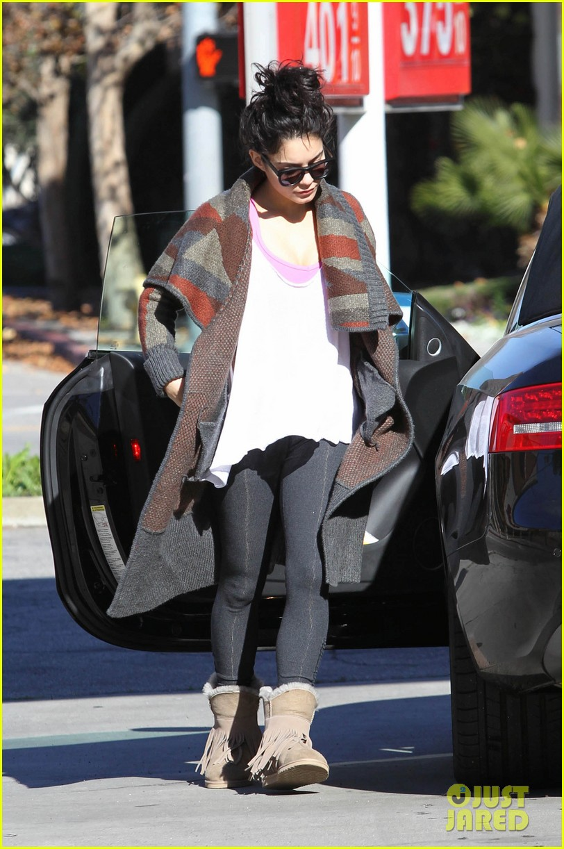 vanessa hudgens post christmas yoga class 04