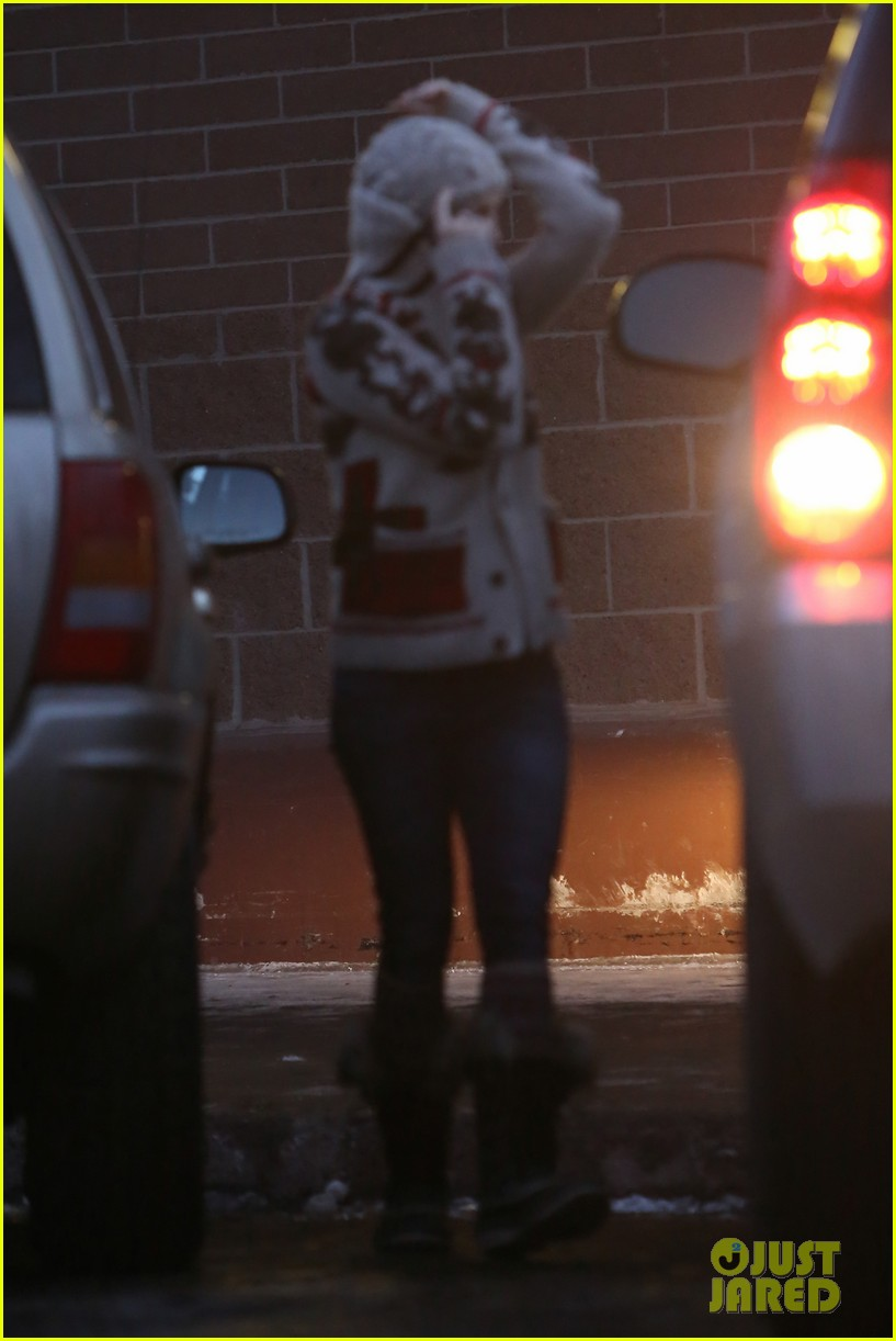 kate hudson matt bellamy snowy aspen stroll 212781195