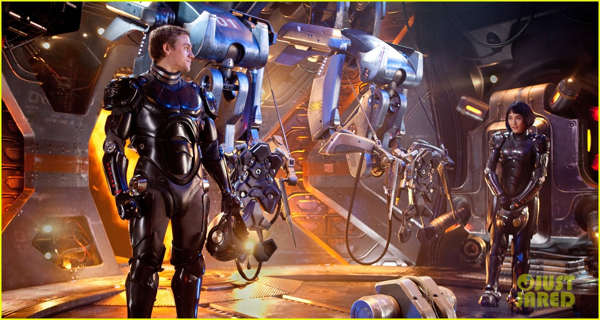 charlie hunnam pacific rim trailer watch now 052774708