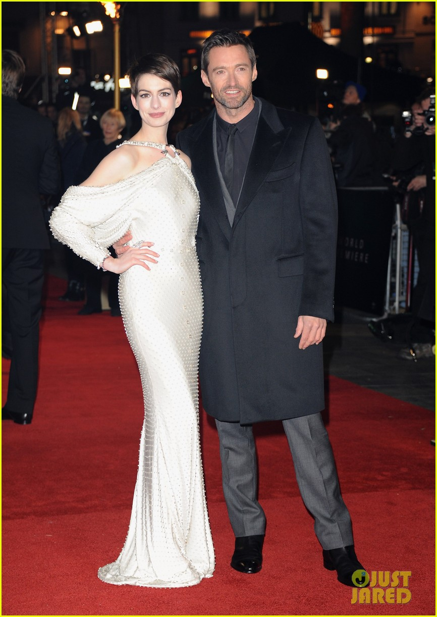 hugh jackman russell crowe les miserables world premiere 12
