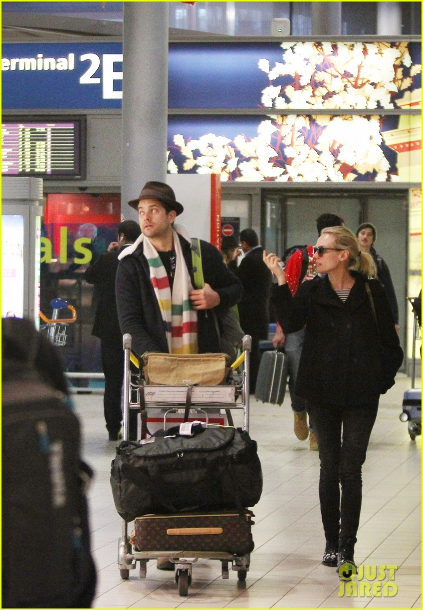 joshua jackson diane kruger christmas eve in paris 08
