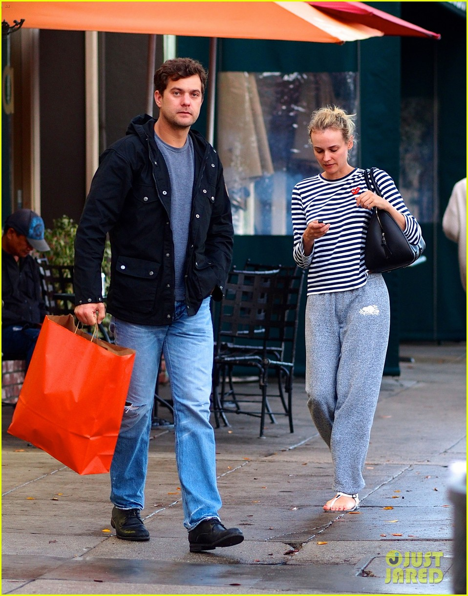 joshua jackson diane kruger rainy day errands 01