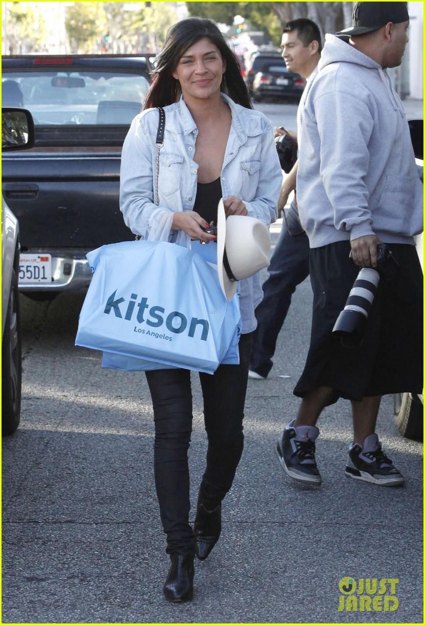 jessica szohr holiday shopping giggles 18