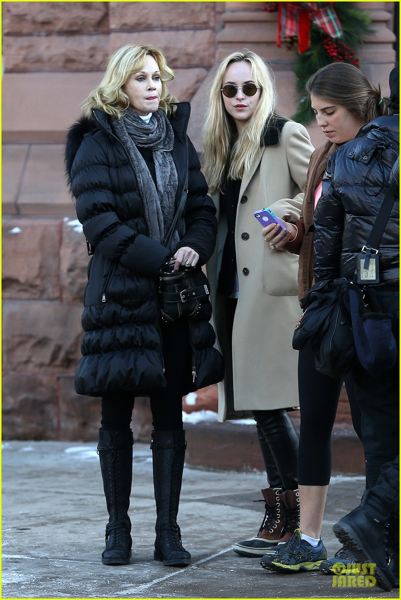 dakota johnson & melanie griffith aspen vacation with stella 202780427
