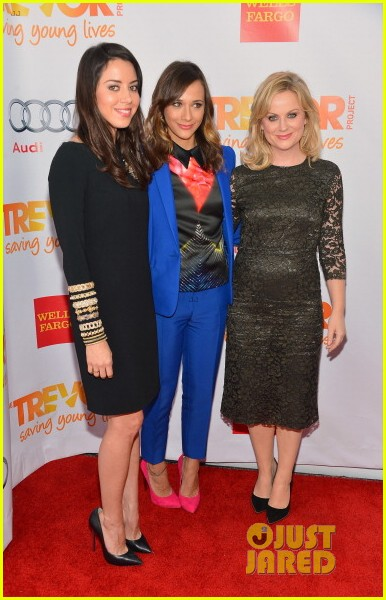 rashida jones amy poehler trevor live 2012 16