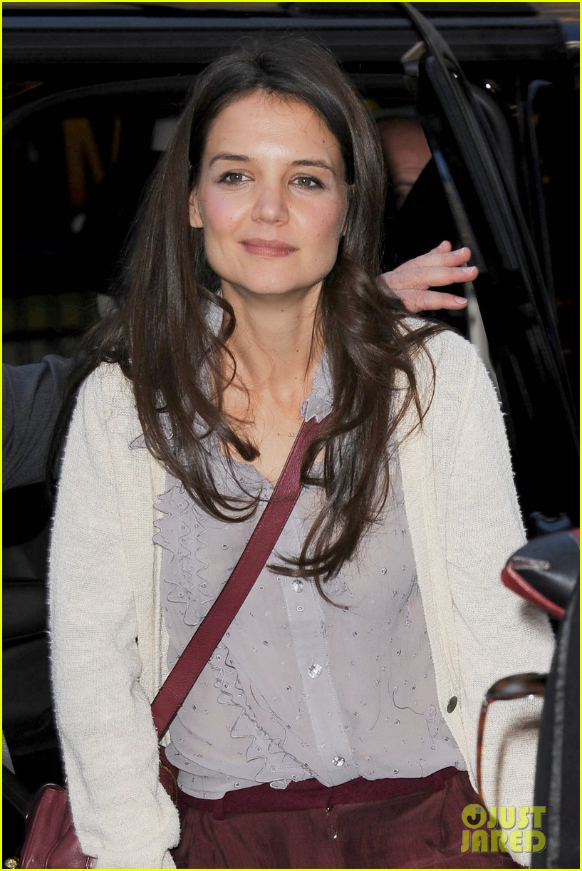 katie holmes greets fans 07