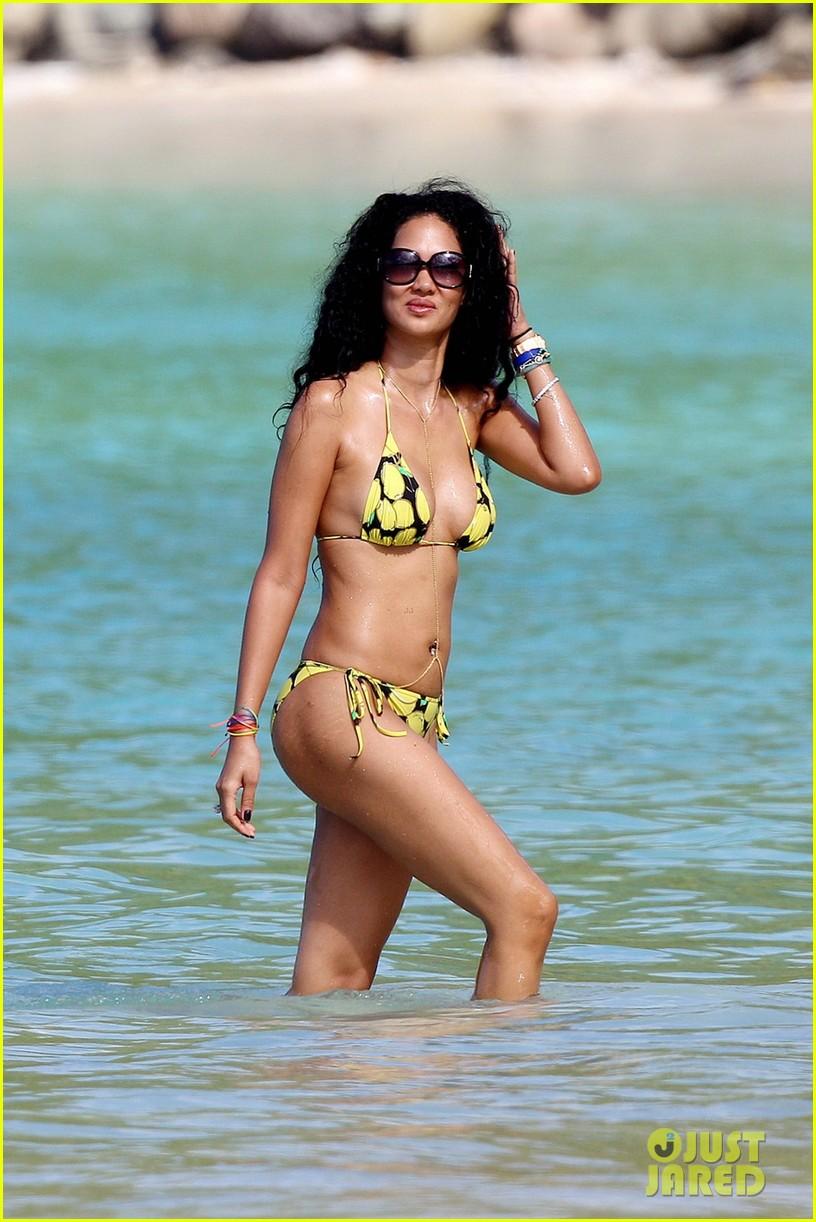 kimora lee simmons rocks bikini in st barts 05
