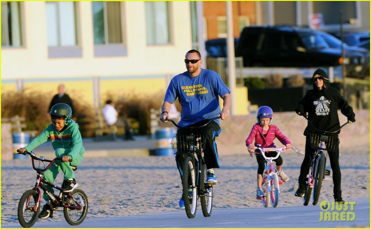 heidi klum martin kristen bike rides family 12