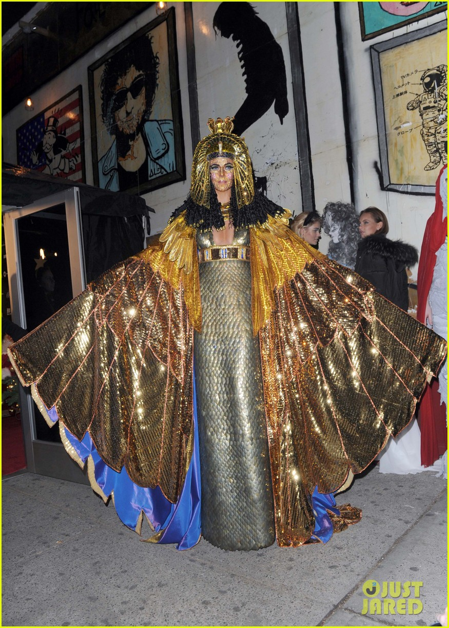 heidi klum cleopatra at holiday costume party 012767676