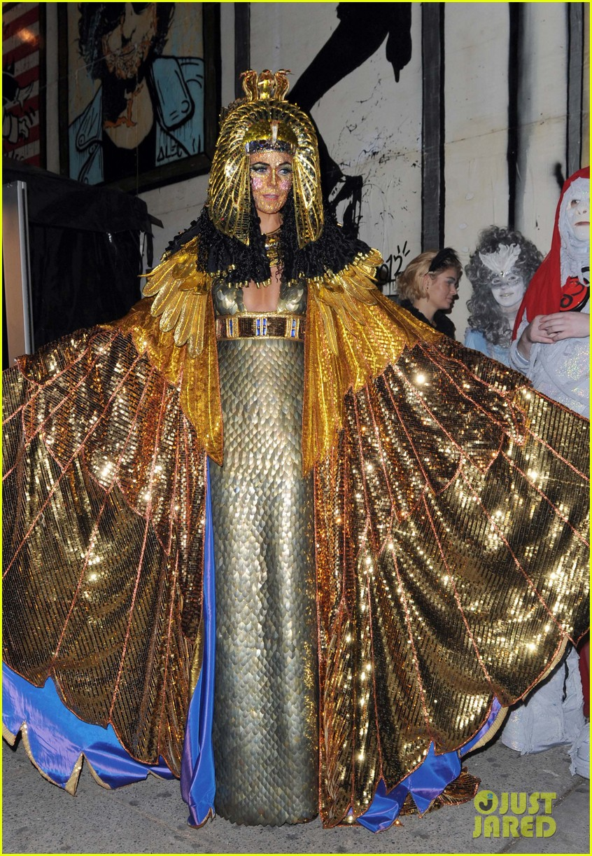 heidi klum cleopatra at holiday costume party 06