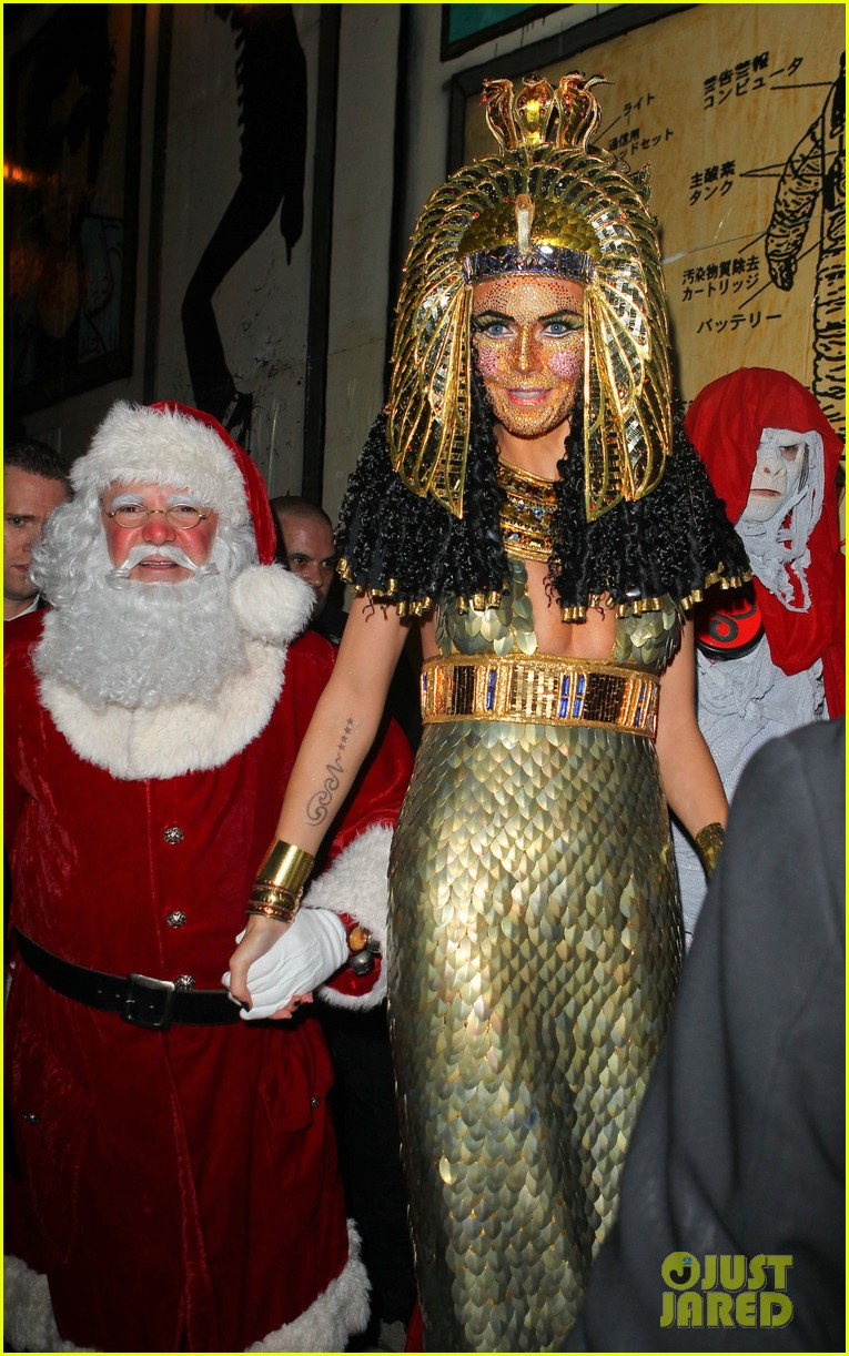 heidi klum cleopatra at holiday costume party 21