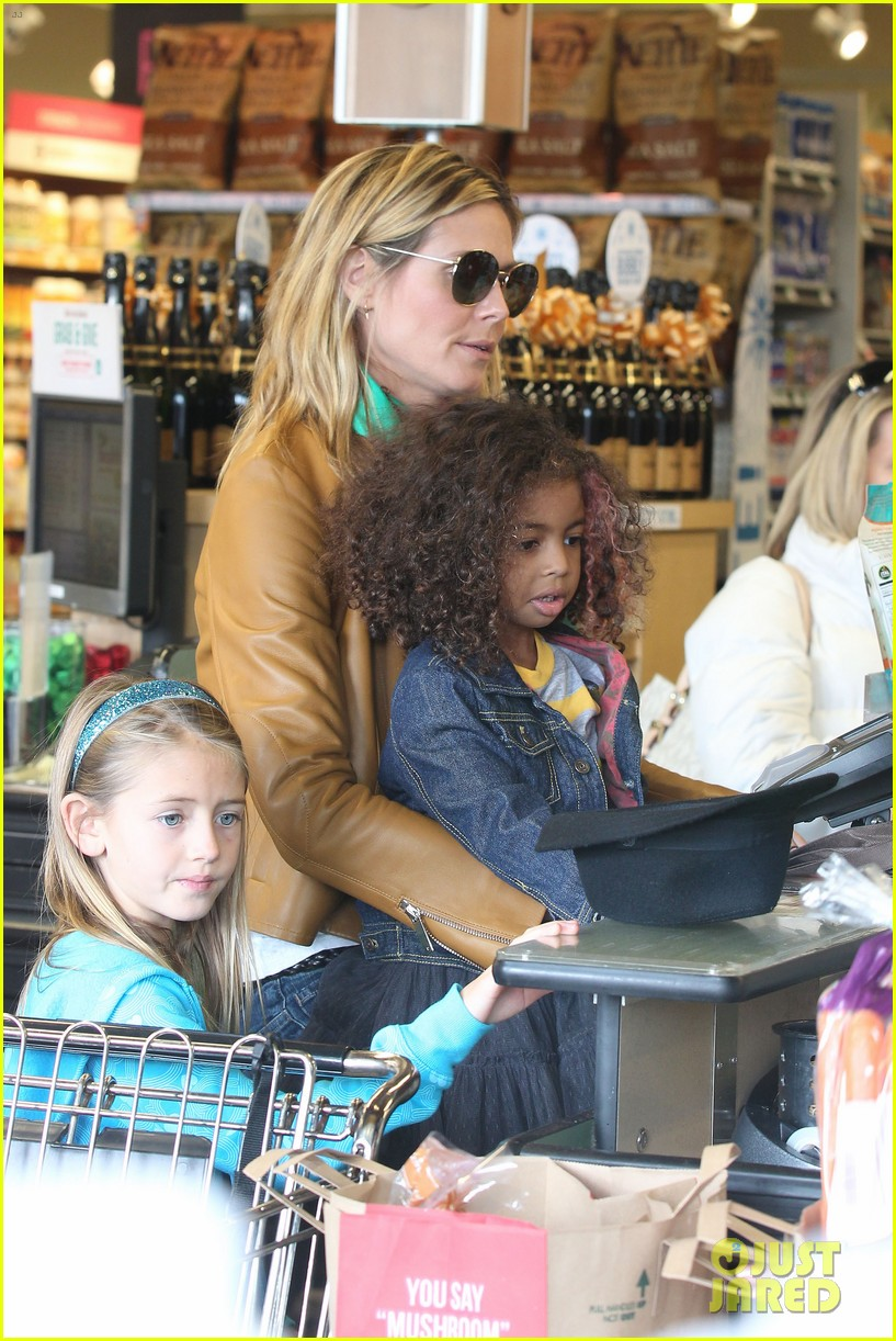 heidi klum martin kirsten grocery shopping with girls 162782562