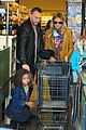 heidi klum martin kirsten grocery shopping with girls 03