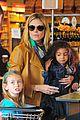 heidi klum martin kirsten grocery shopping with girls 04