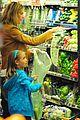 heidi klum martin kirsten grocery shopping with girls 05