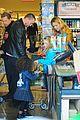 heidi klum martin kirsten grocery shopping with girls 27