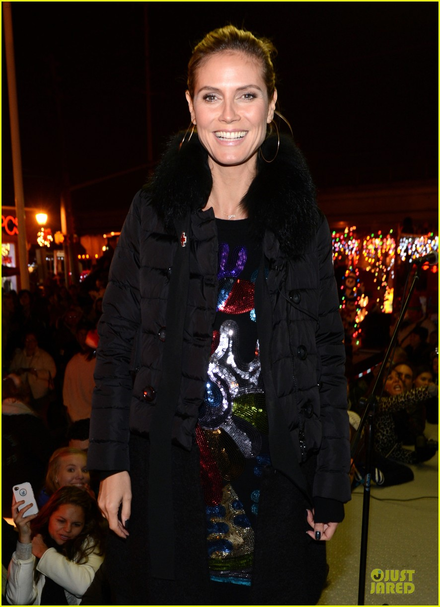 heidi klum christmas tree lighting ceremony in new york 142768359