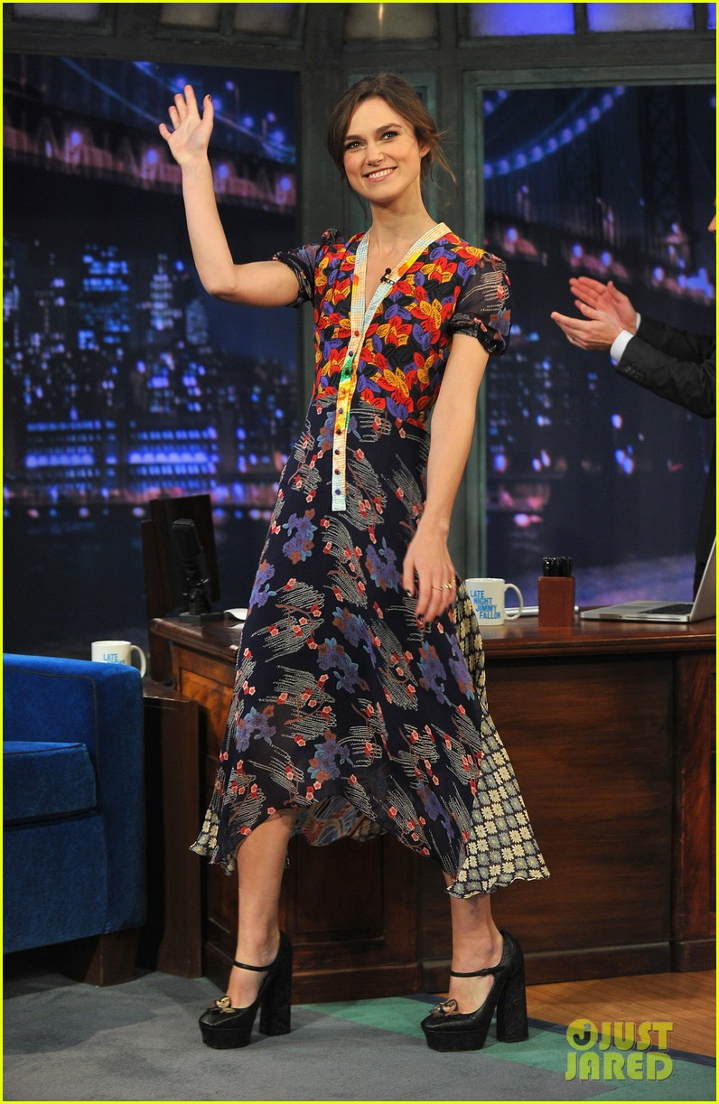 keira knightley musical instrument game with jimmy fallon 08