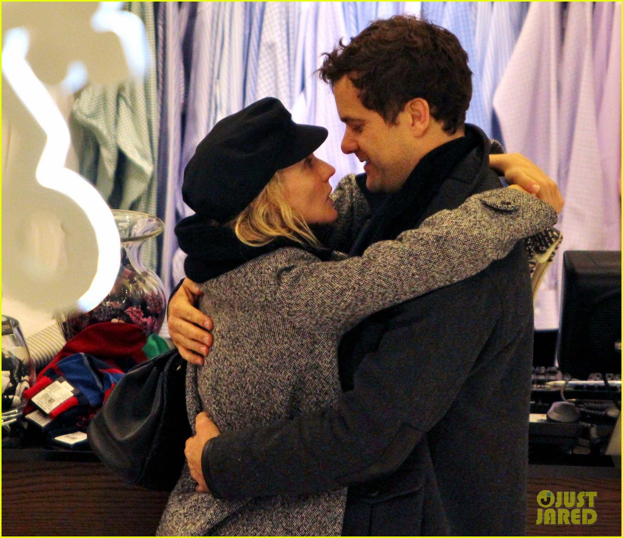 diane kruger joshua jackson holiday shopping kisses 30