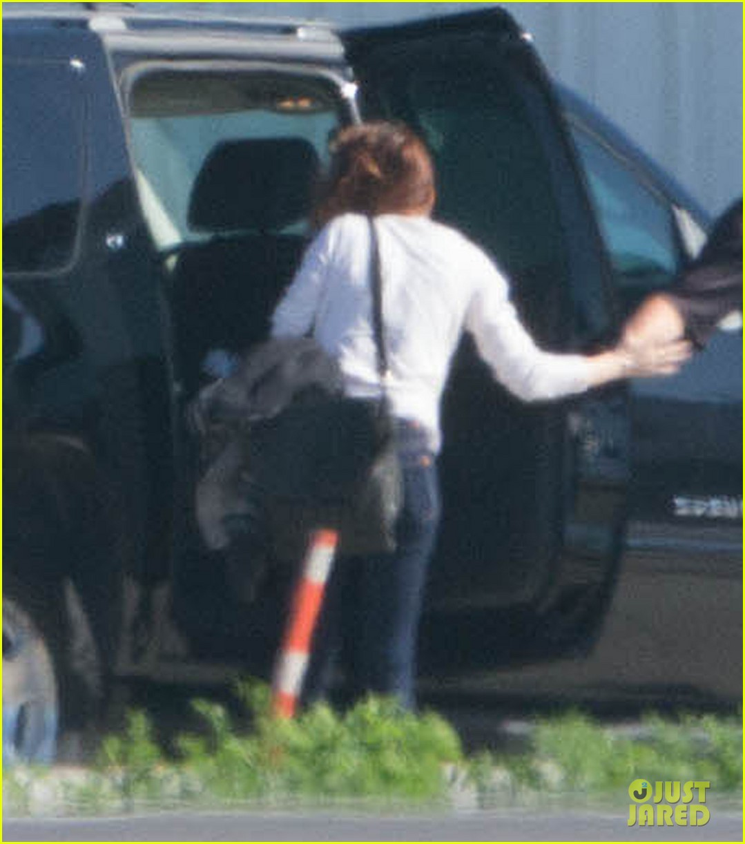 kristen stewart private jet takeoff in los angeles 02