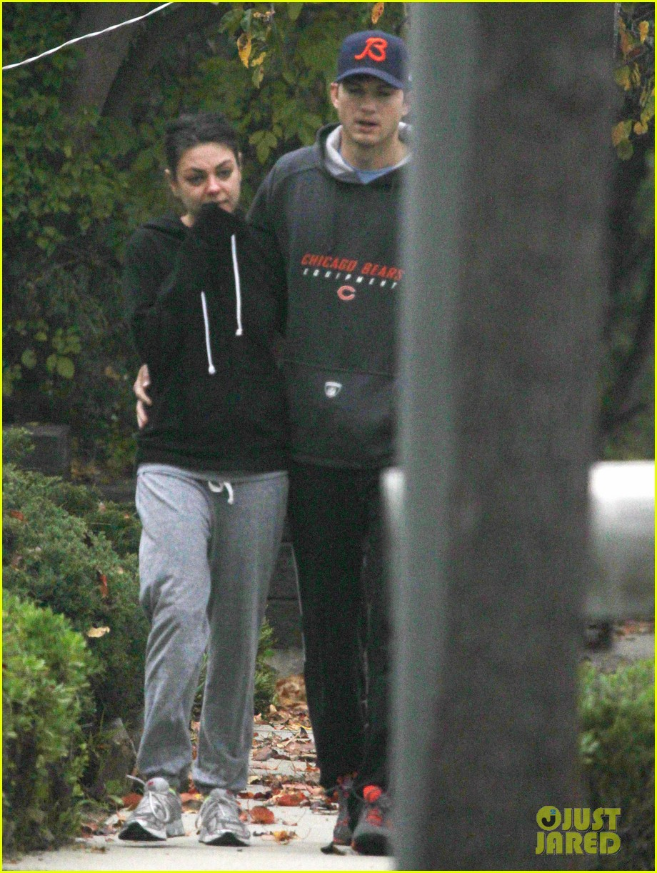 mila kunis ashton kutcher dog walk 06