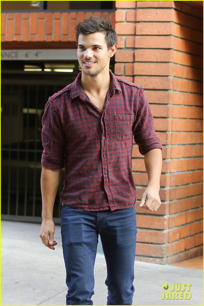 taylor lautner business in brentwood 04