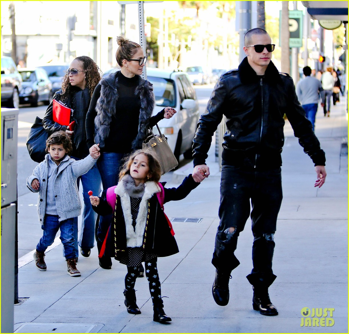 jennifer lopez casper smart beverly hills shopping with the kids 03