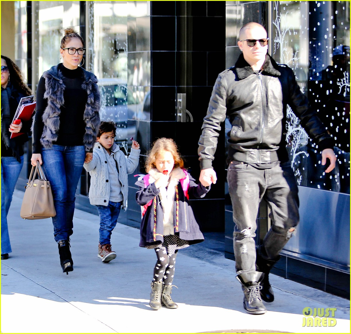 jennifer lopez casper smart beverly hills shopping with the kids 05