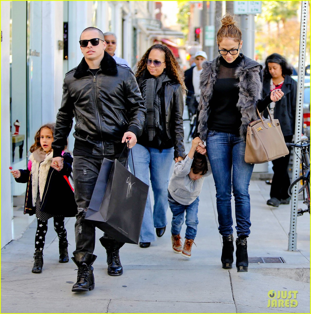 jennifer lopez casper smart beverly hills shopping with the kids 08