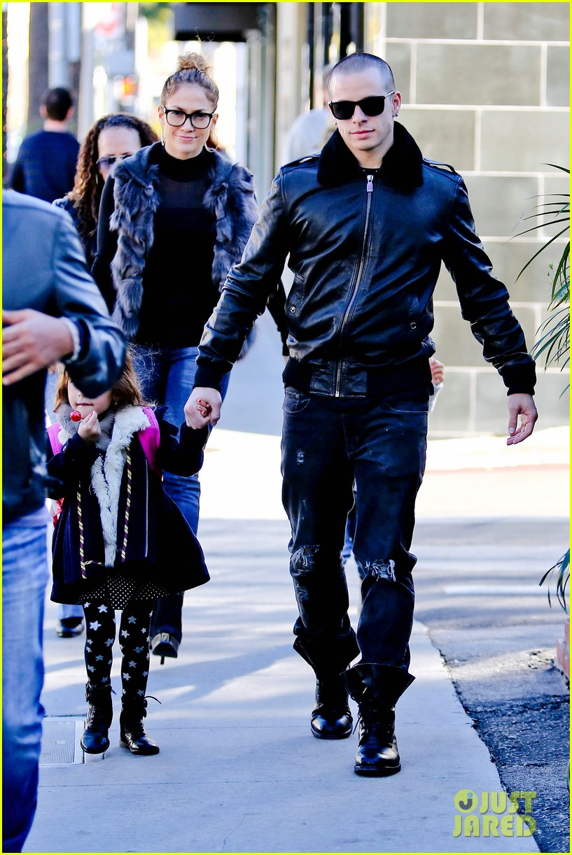 jennifer lopez casper smart beverly hills shopping with the kids 112781477