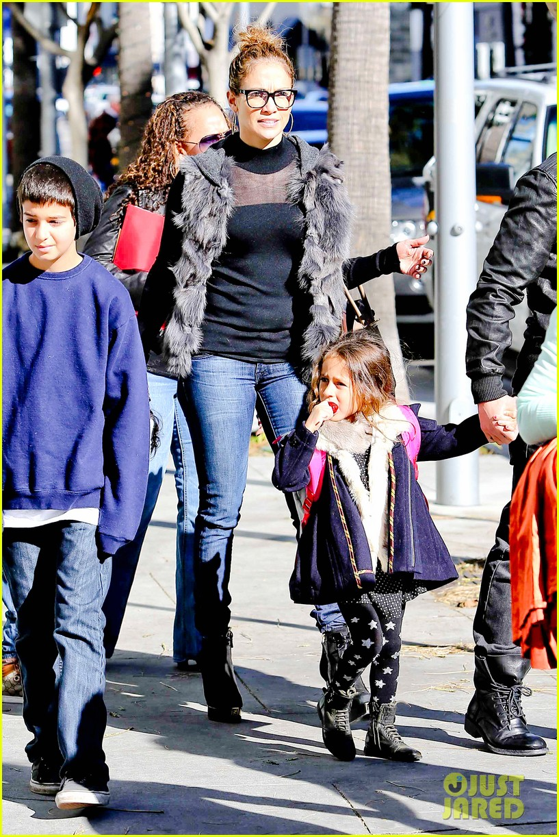 jennifer lopez casper smart beverly hills shopping with the kids 24