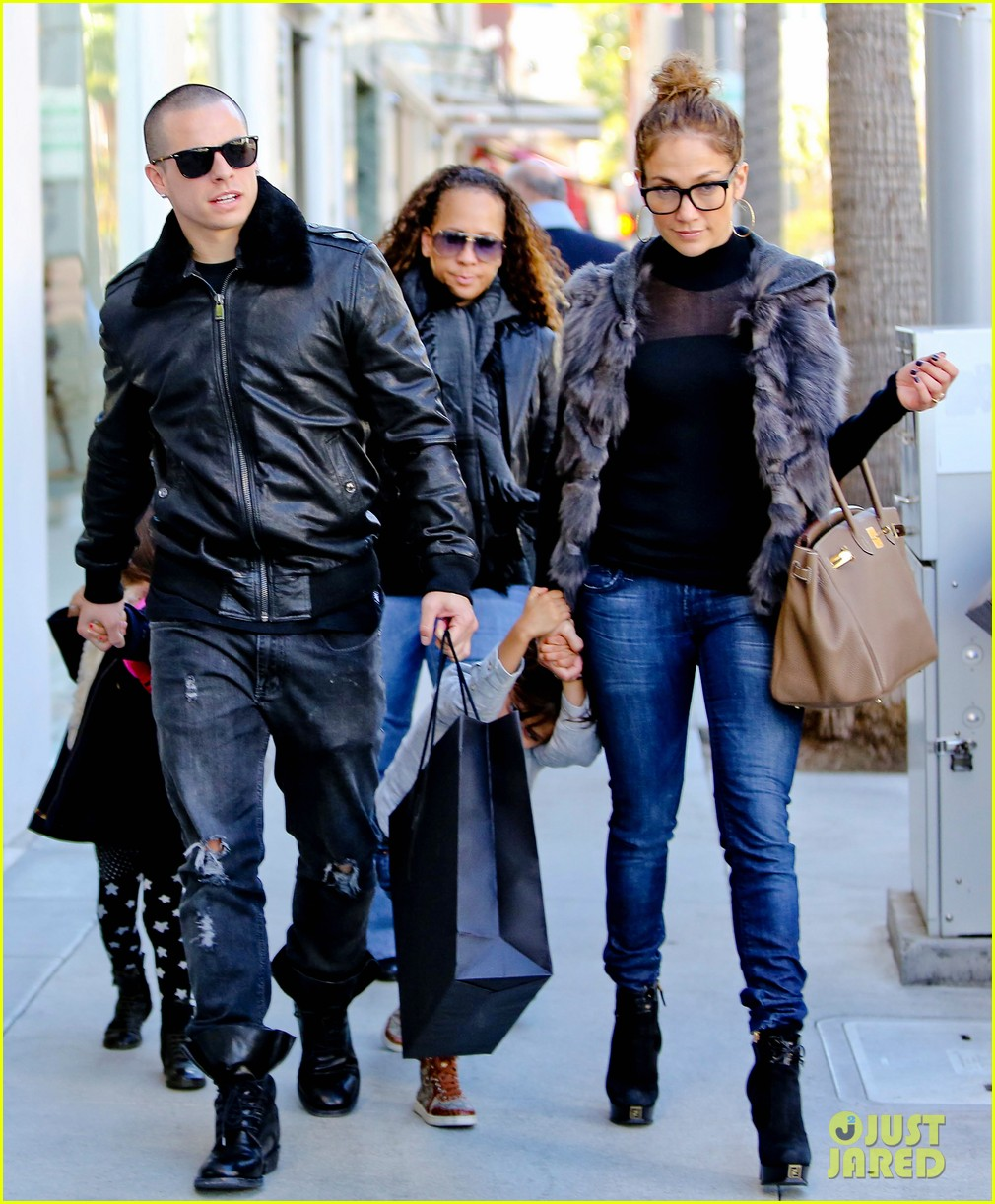 jennifer lopez casper smart beverly hills shopping with the kids 27