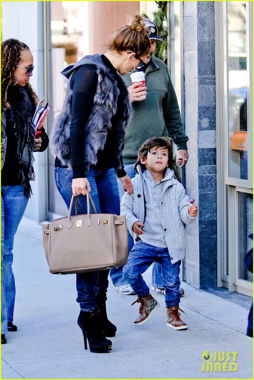 jennifer lopez casper smart beverly hills shopping with the kids 28