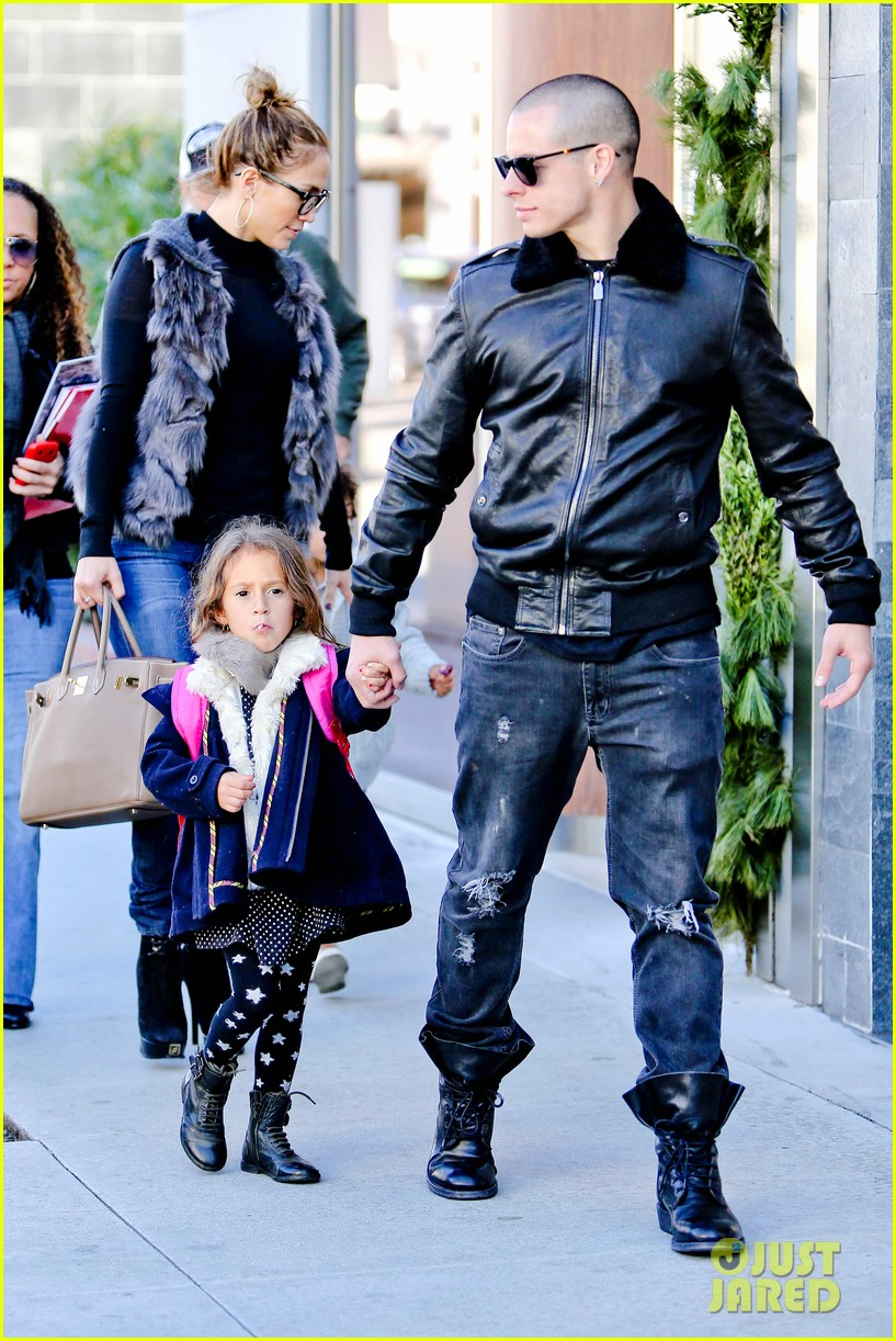 jennifer lopez casper smart beverly hills shopping with the kids 30
