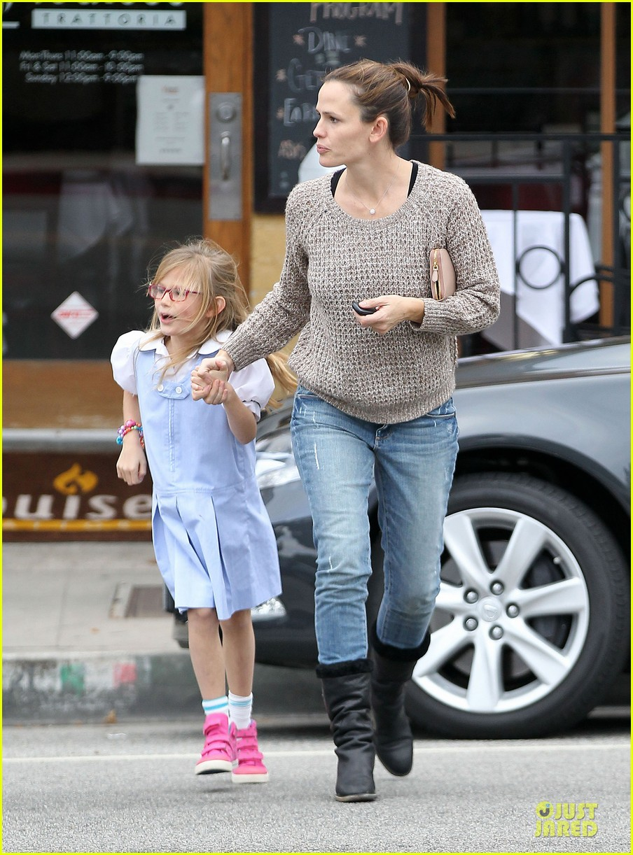 jennifer garner louises dinner with violet 14