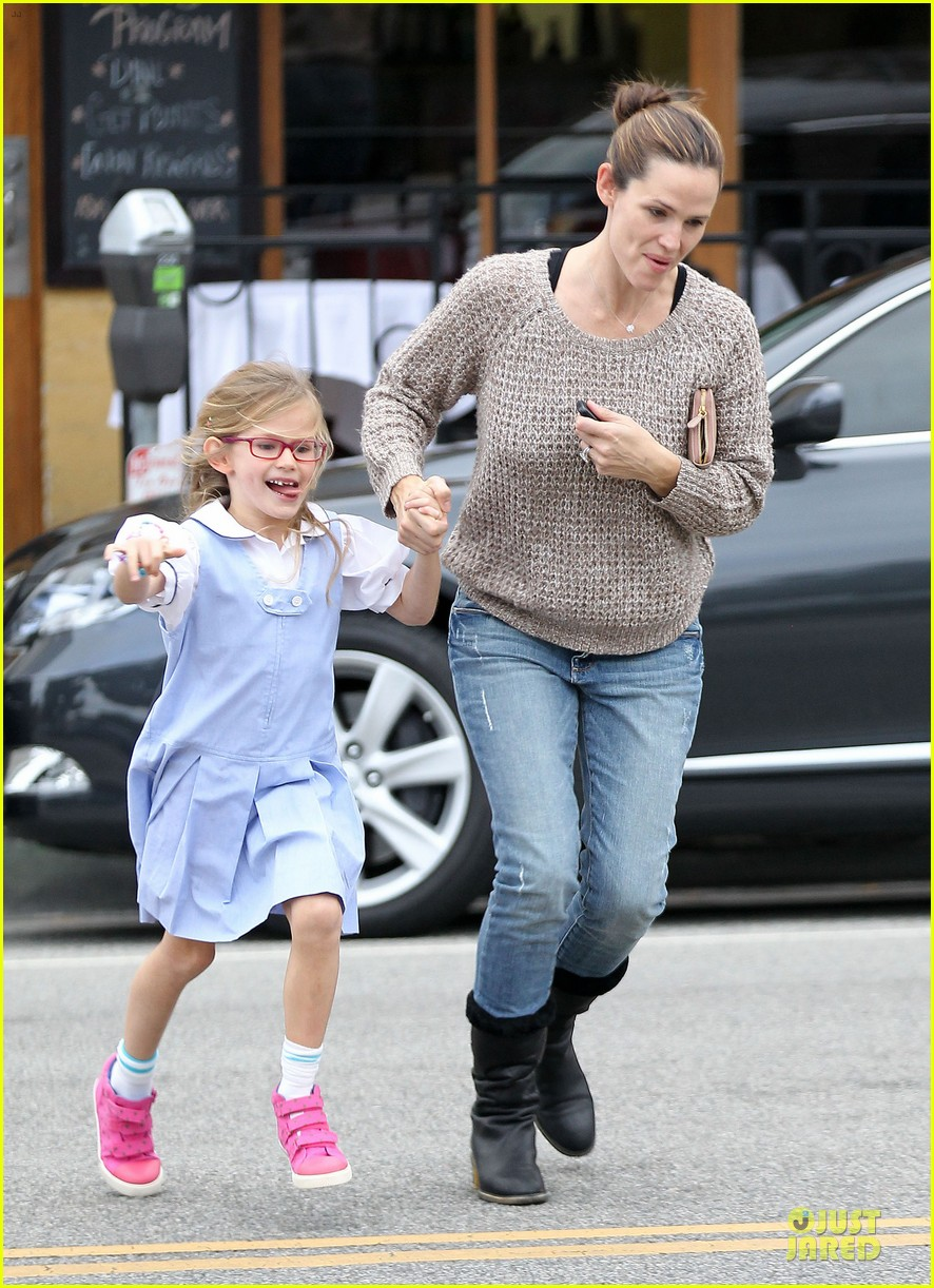 jennifer garner louises dinner with violet 16