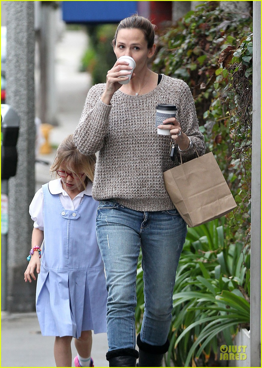 jennifer garner louises dinner with violet 27