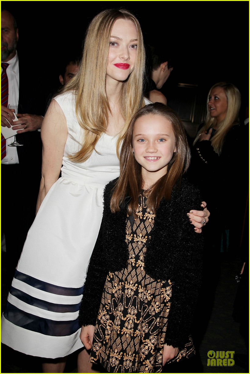 anne hathaway & amanda seyfriend les miserables luncheon 21