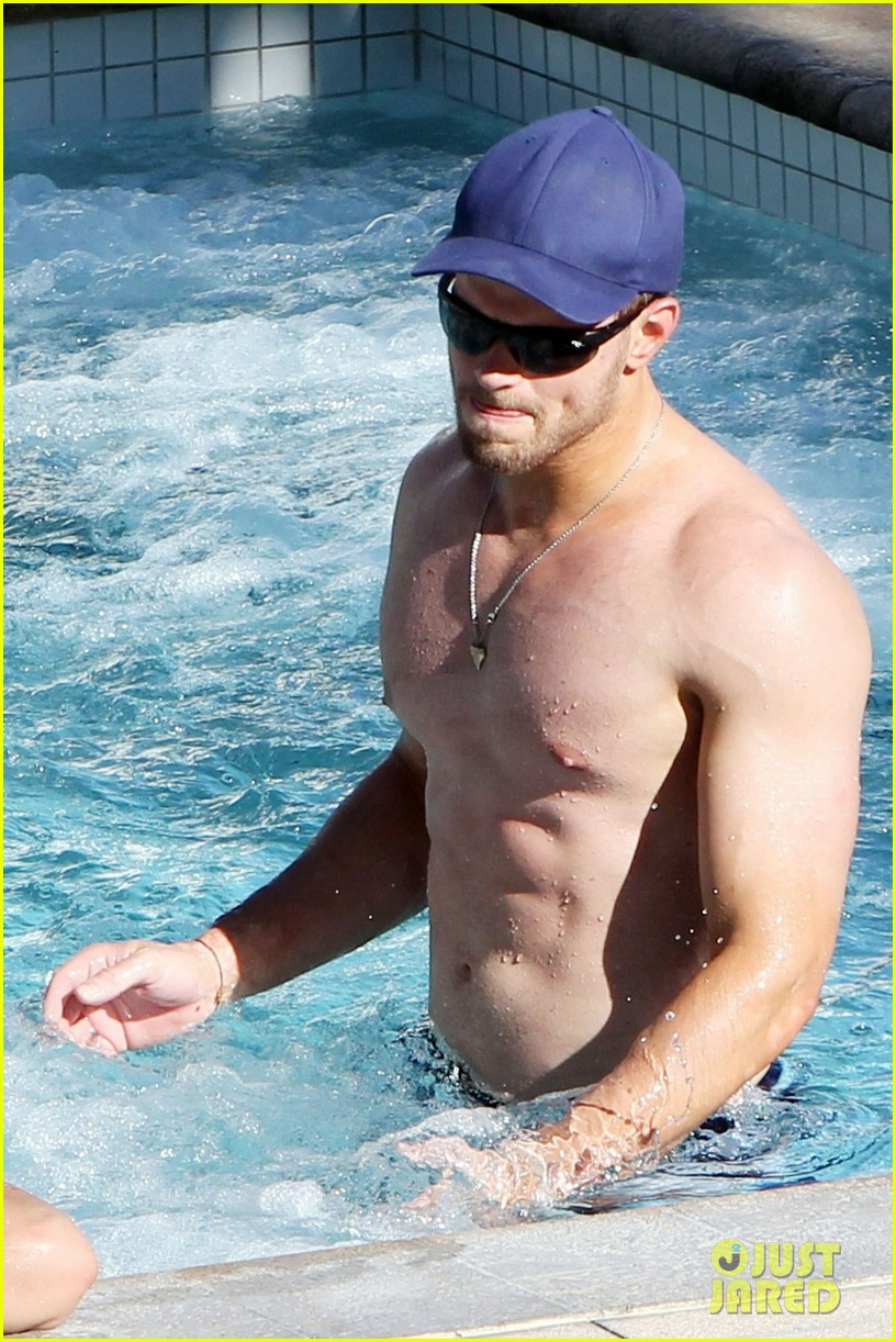 kellan lutz shirtless miami 05