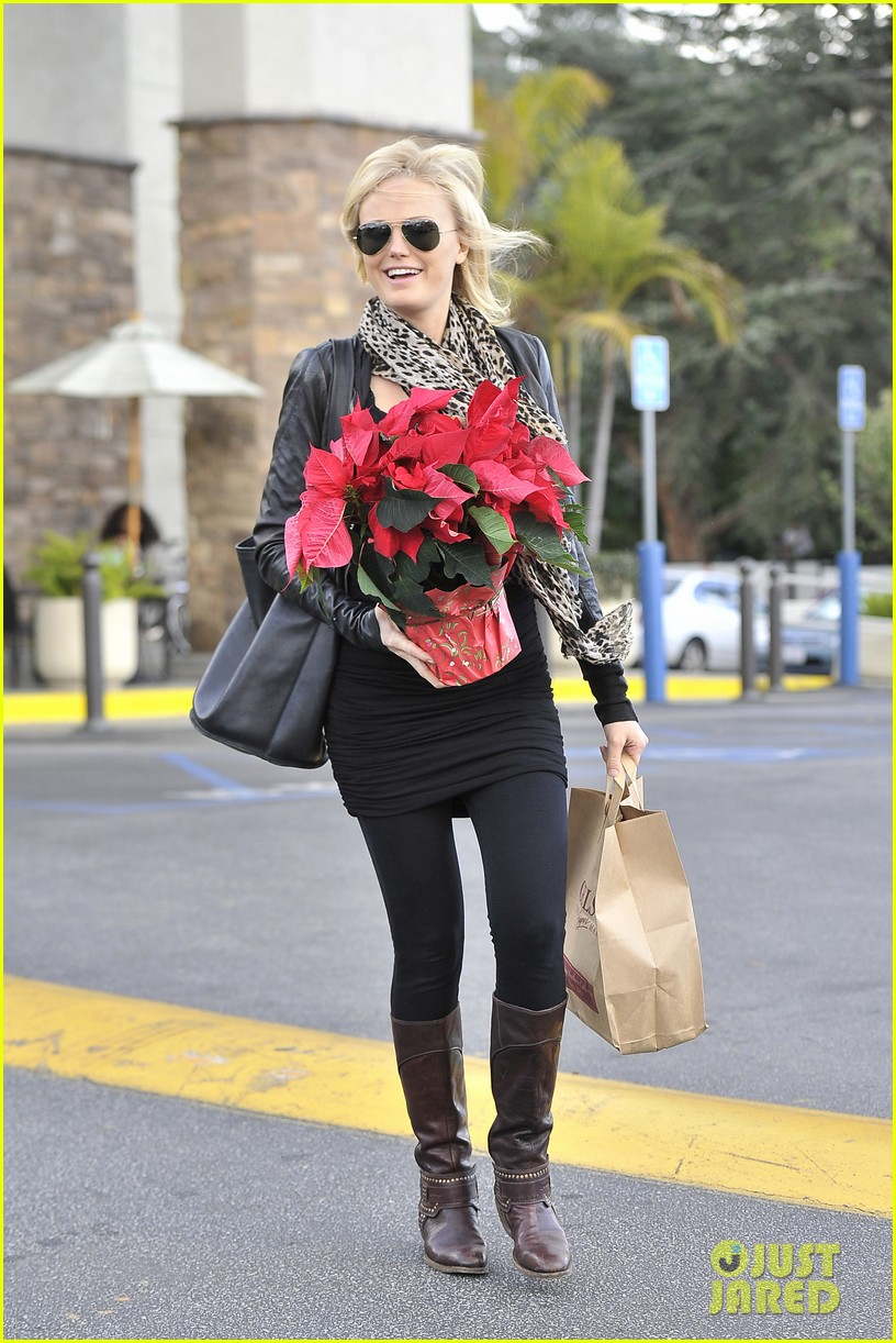 malin akerman gelsons holiday shopper 04