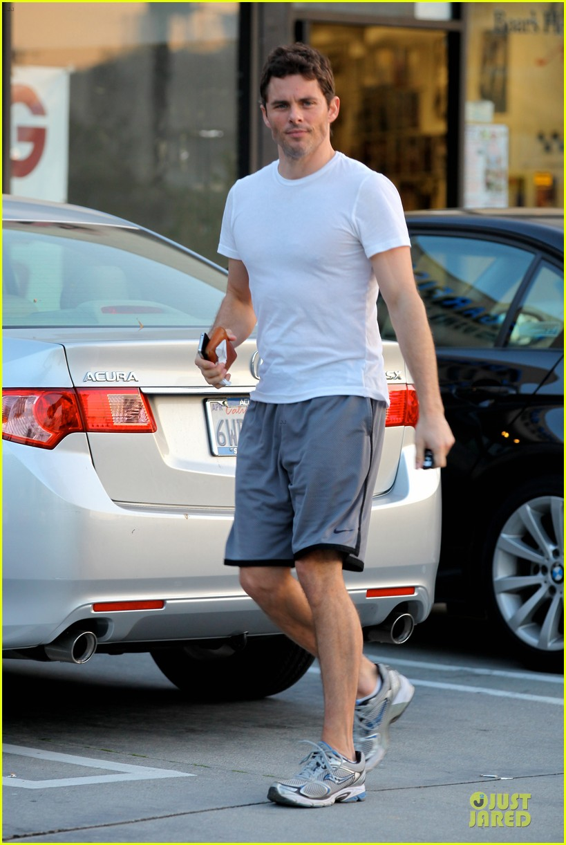 james marsden walk of shame with elizabeth banks 04