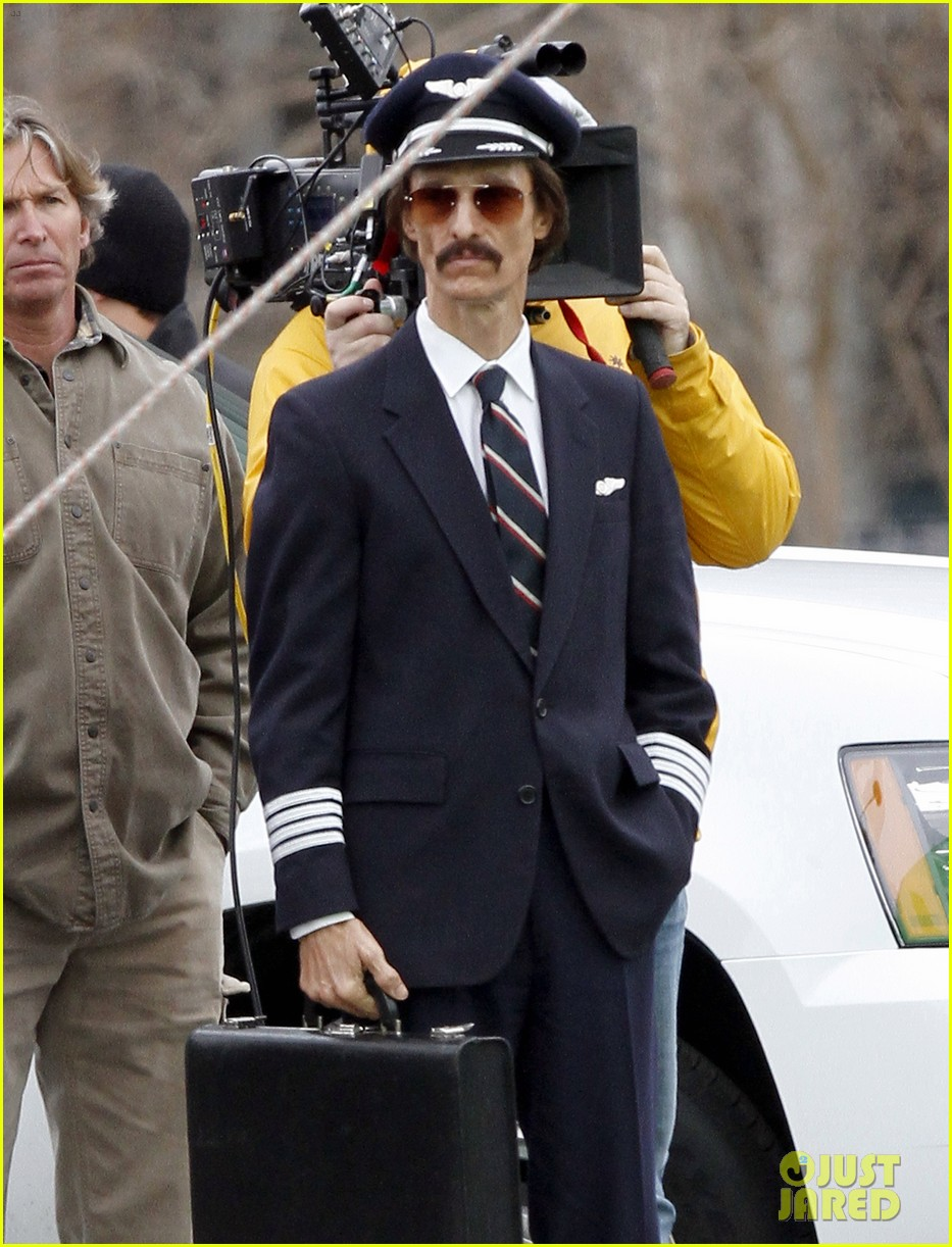 matthew mcconaughey costume day on dallas buyers club set 03