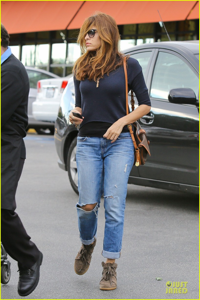 eva mendes grocery shopping with a gal pal 082782700